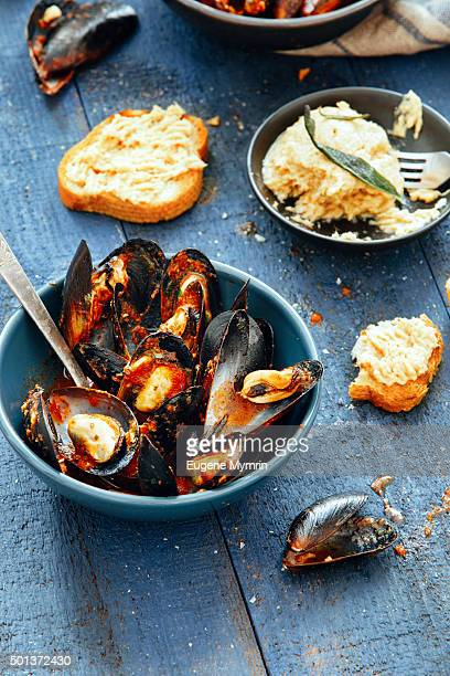 Mussels with tomato and wine sauce