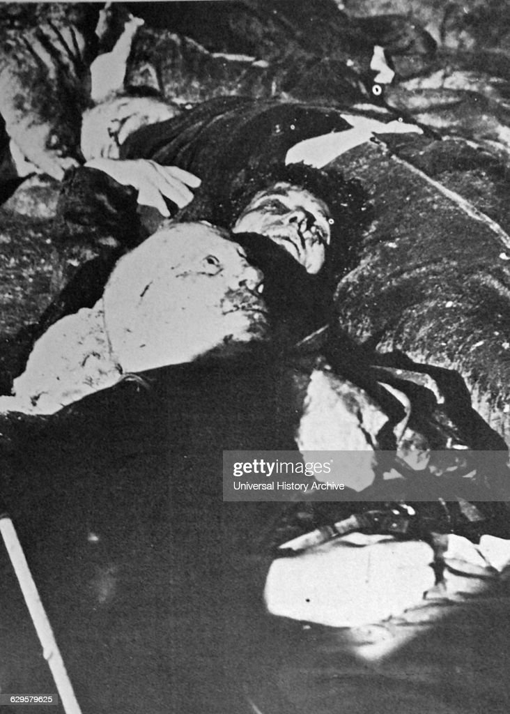 The bodies of Mussolini and Clara Petacci being transported to Milan : News Photo
