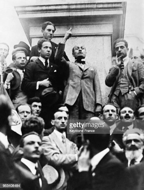 Mussolini parlant au premier meeting fasciste à Rome Italie en 1919