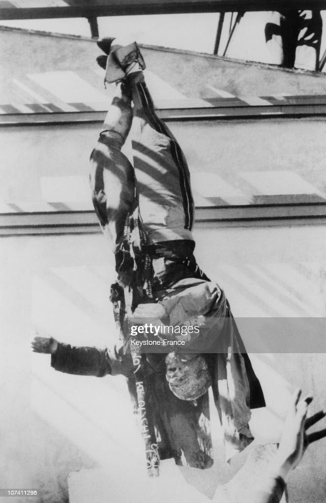 Mussolini S Corpse Hanged At Piazzale Loretto After His Execution In Milan In 1945. : Fotografía de noticias