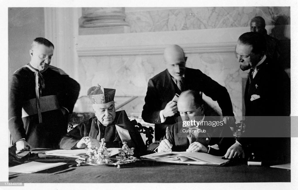 Mussolini signing the Lateran Treaty, 1929 : News Photo