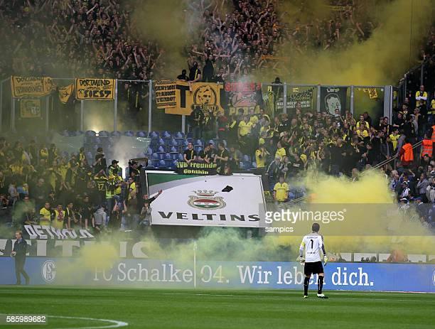 Musste wegen auschreitungen der Dortmunder Fans später von Schiedsrichter Knut Kircher anpfiffen das Ruhrpott Derby Roman Weidenfeller Borussia...