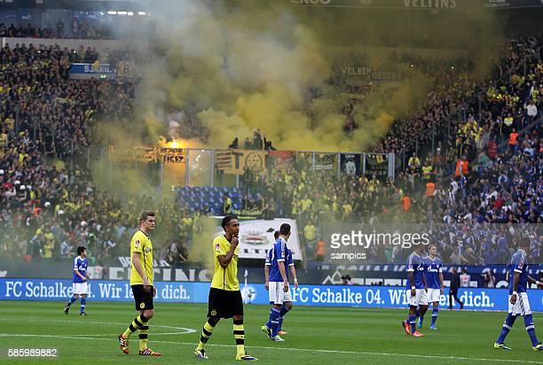 Musste wegen auschreitungen der Dortmunder Fans später von Schiedsrichter Knut Kircher anpfiffen das Ruhrpott Derby spieler gehen wieder vom Platz 1...