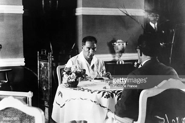Mustafa Kemal Ataturk au restaurant