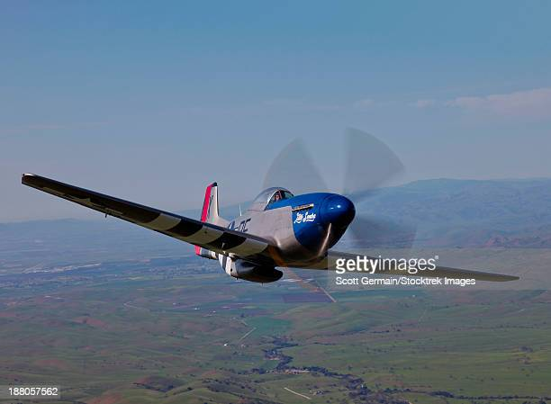 a p-51d mustang in flight over hollister, california. - p 51 mustang stock photos and pictures