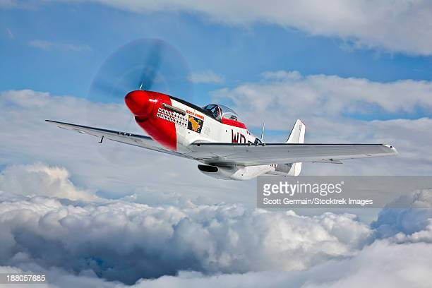 a p-51d mustang, nicknamed ridge runner iii, in flight near hollister, california. - p 51 mustang stock photos and pictures