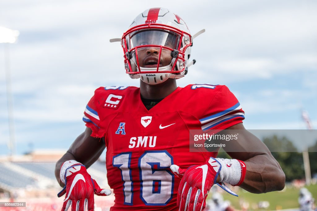 SMU Mustangs wide receiver Courtland Sutton (#16) celebrates a touchdown during the college football game between the SMU Mustangs and the UConn Huskies on September 30, 2017 at Gerald J. Ford Stadium in Dallas, Texas.