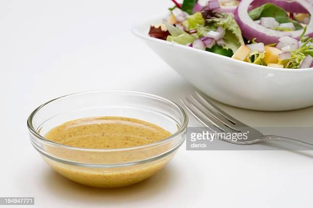 Senf-Salat mit Vinaigrette-Dressing