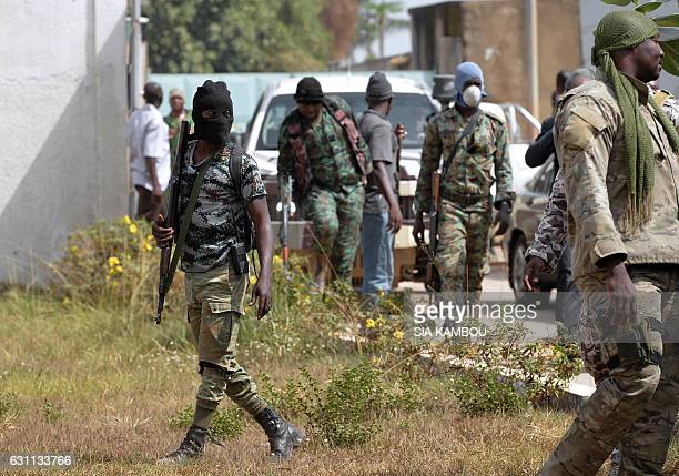 Mutineer soldiers stand in front of the deputyprefect residence upon arrival of the Ivorian Defence minister for talks on January 7 2017 in Bouake...