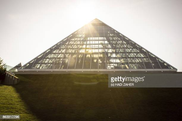 muttart conservatory | edmonton | alberta | canada - pyramid shapes around the house stock pictures, royalty-free photos & images