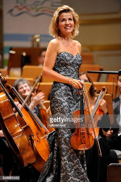 Mutter AnneSophie Musician Violinist Classical music Germany with Pittsburgh Symphony Orchestra in Hamburg Germany Musikhalle Laeiszhalle...