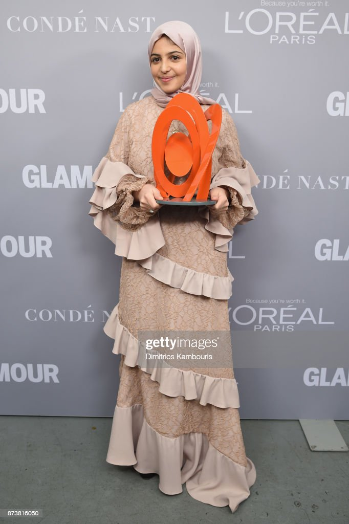 Muzoon Almellehan poses with her award backstage at the Glamour's 2017 Women of The Year Awards at Kings Theatre on November 13, 2017 in Brooklyn, New York.