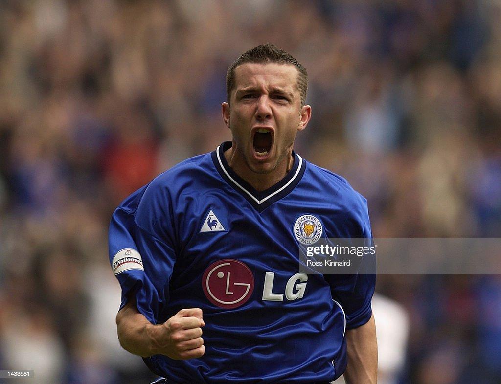 Muzzy Izzet of Leicester City celebrates : News Photo
