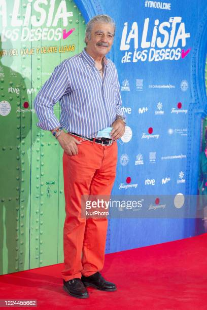 Máximo Valverde poses for the photographers during the premiere of the film 'La lista de deseos' directed by Spanish film maker Alvaro Diaz Lorenzo...