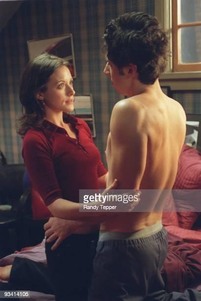 "My Drug Buddy"" - Despite warnings from Elliot, J.D. Develops a crush on the hospital social worker, but her secret threatens their relationship...."