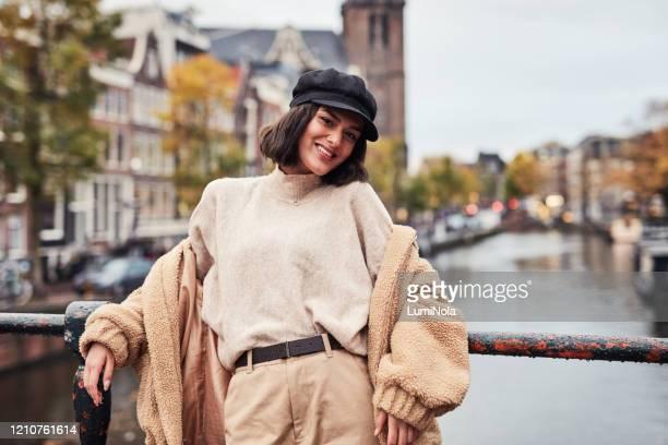 mijn favoriete plek om te ontmoetingsplaats in de stad - noord holland stockfoto's en -beelden