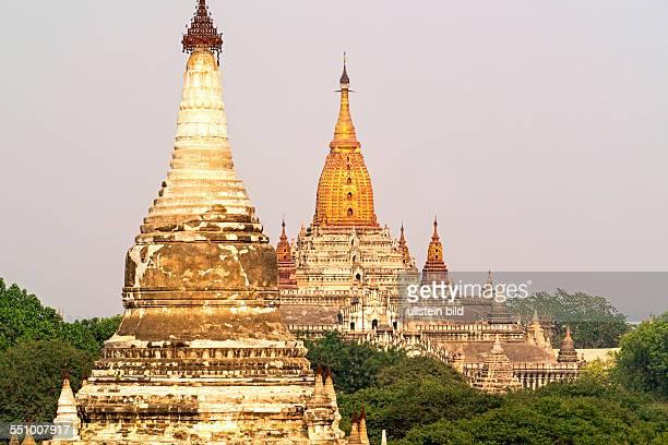 MMR Myanmar Burma Birma Bagan Pagan Ananda Tempel schoenster aeltester am meisten verehrter Tempel in Myanmar unendliches Wissen Buddhas ananta panna...