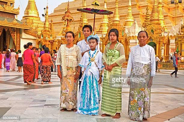 MMR Myanmar Burma Birma Yangoon Aufnahmedatum2013 Asien Reise Reiseziel Ordinierungszeremonie in der ShwedagonPagode Buddhismus Tempel Schreine Nats...