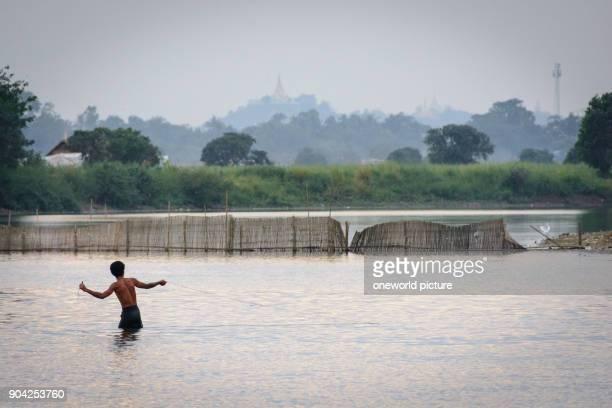 Myanmar Mandalay region Amarapura Uleg bridge Amarapura
