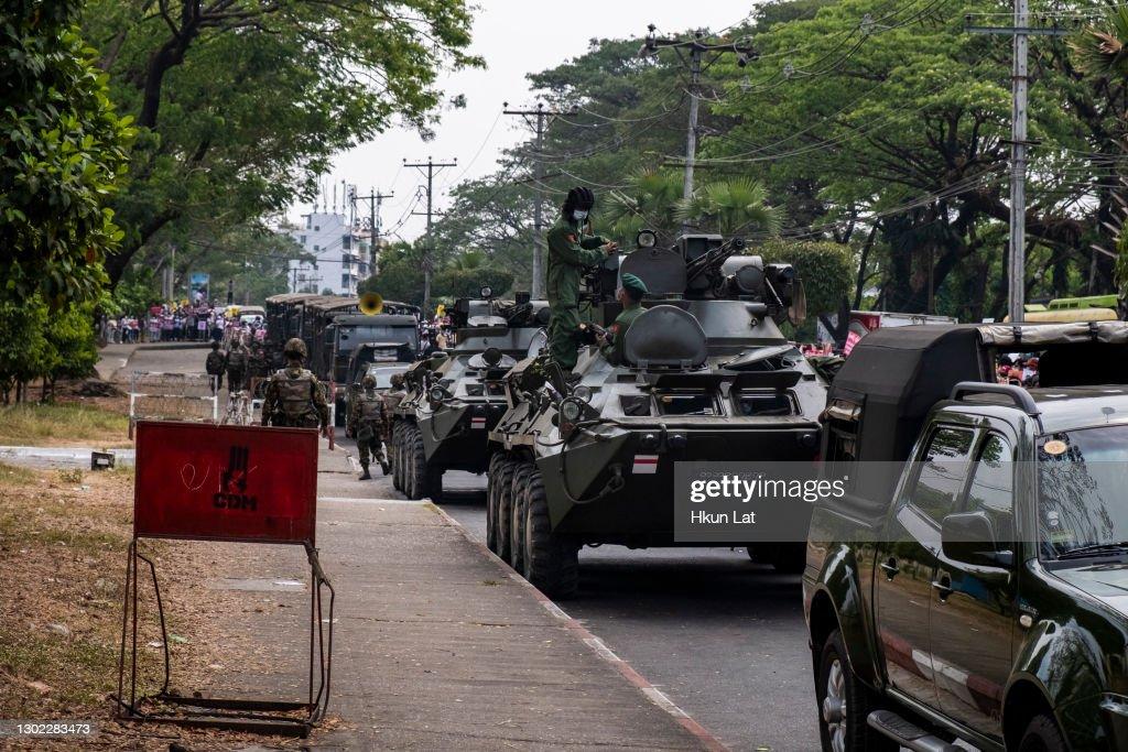 Protests Continue Despite Military Vehicles Presence : ニュース写真