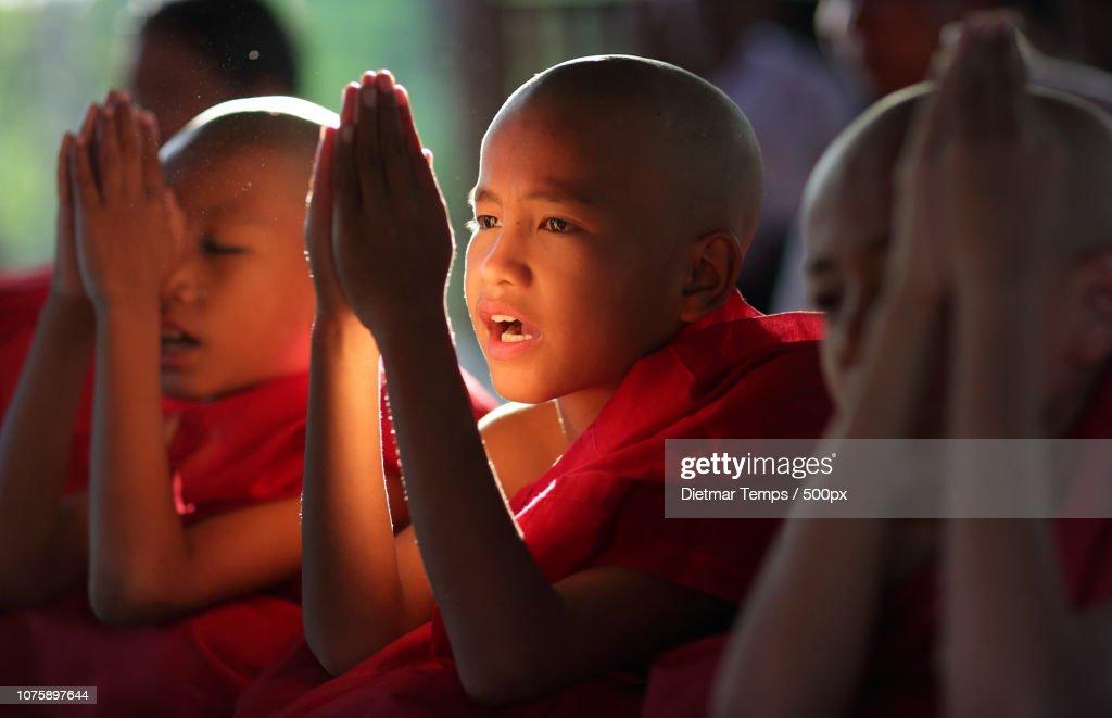 Myanmar (Burma), novice hood initiation in Bagan : Stock-Foto