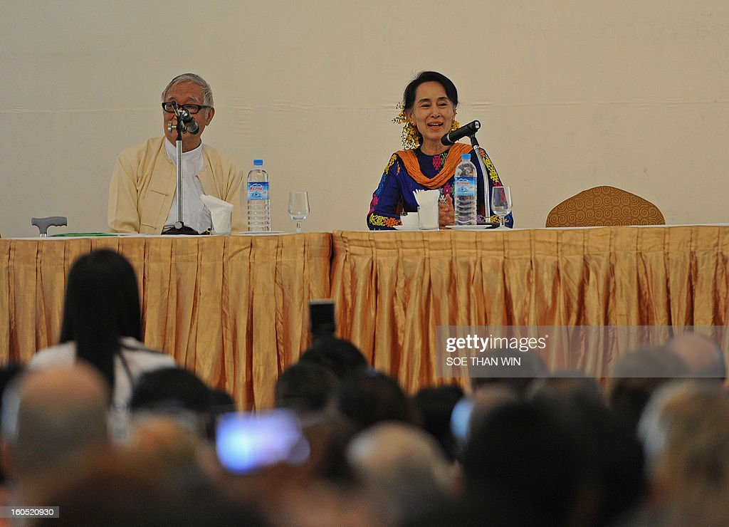 Myanmar opposition icon Aung San Suu Kyi (R) attends the Irrawaddy Literary festival press conference at Inya Lake hotel in Yangon on February 2, 2013. AFP PHOTO/ Soe Than WIN