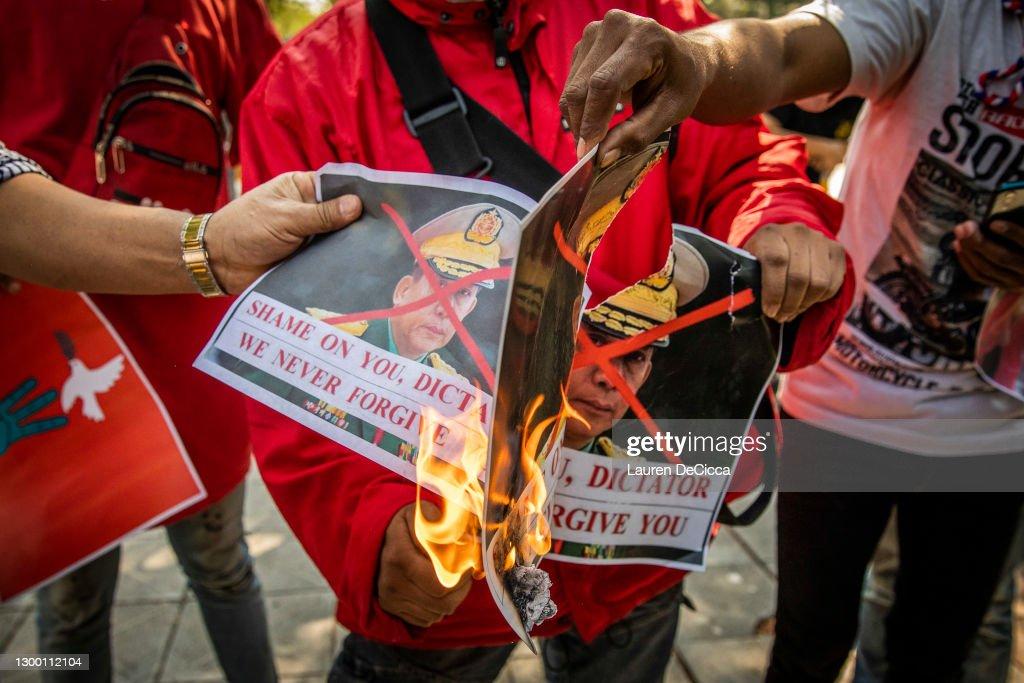Myanmar Nationals Protest Outside UN Building : ニュース写真