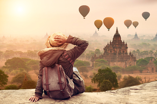 Myanmar, Young hipster woman traveller backpacker sitting watch Beautiful landscape Bagan Mandalay ancient pagoda in Bagan, Mandalay Myanmar. - gettyimageskorea