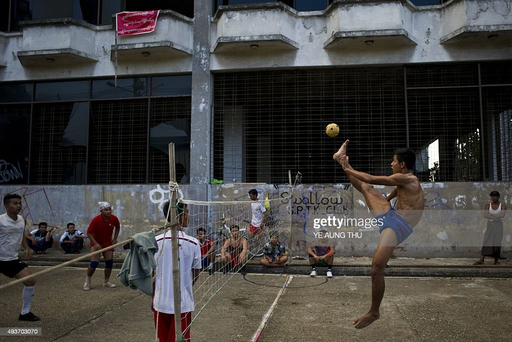 Myanmar youths play sepak takraw, also known locally as chinlone, in Yangon on October 22, 2015. AFP PHOTO / Ye Aung THU
