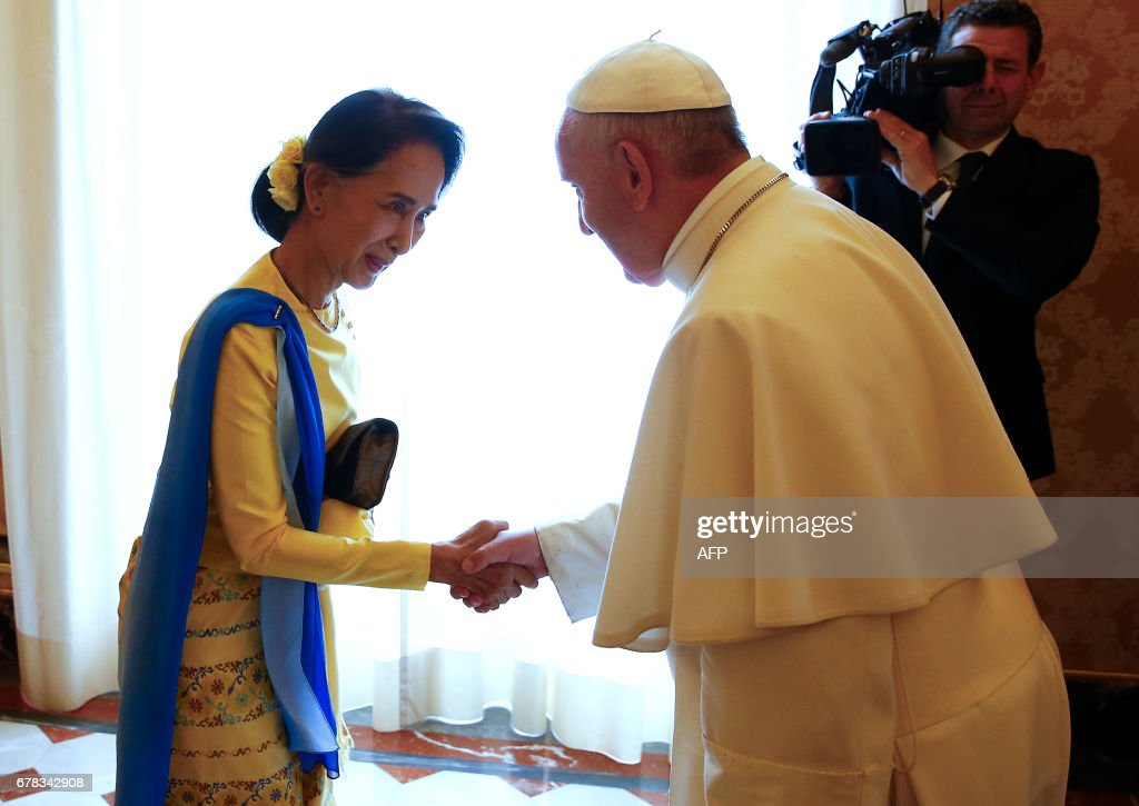Myanmar's State Counsellor and Foreign Minister Aung San Suu Kyi meets Pope Francis during a private audience on May 4, 2017 at the Vatican. The Vatican and Myanmar formally agreed to establish full diplomatic relations, the Vatican announced, confirming an accord that is the latest step in the South East Asian state's rehabilitation by the international community. /