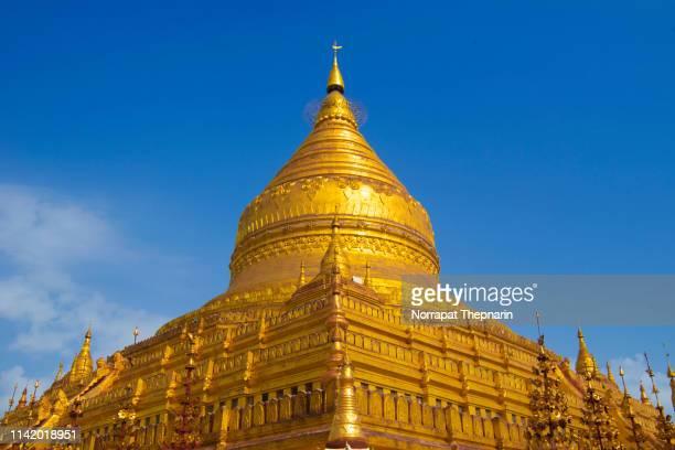 myanmer famous sacred place and tourist attraction landmark - shwedagon paya pagoda. yangon, myanmar - pagode stock-fotos und bilder