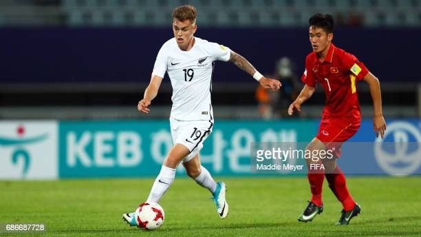 Myer Bevan of New Zealand dribbles against Tan Sinh Huynh of Vietnam during the FIFA U20 World Cup Korea Republic 2017 group E match between Vietnam...