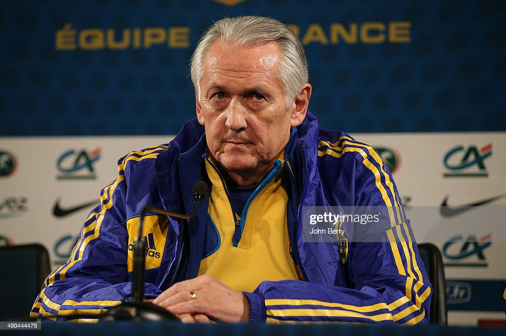 Ukraine Training Session and Press Conference : News Photo