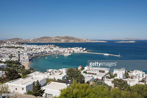 mykonos cityscape and waterfront, cyclades, greece - ver a hora stockfoto's en -beelden