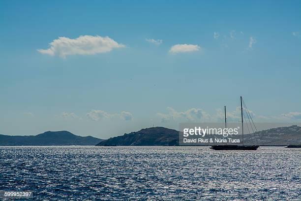 mykonos coast - ver a hora stockfoto's en -beelden