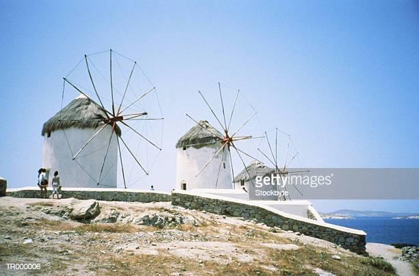 mykonos, greece - windmills - ver a hora stockfoto's en -beelden
