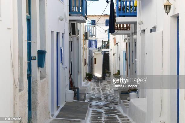 mykonos street - ギリシャ文化 ストックフォトと画像