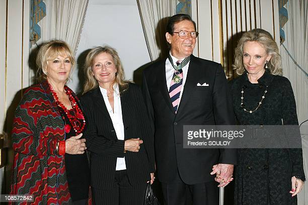 Mylene Demongeot Blanche Ravalec Sir Roger Moore and his wife Kristina Tholstrup in Paris France on October 28 2008