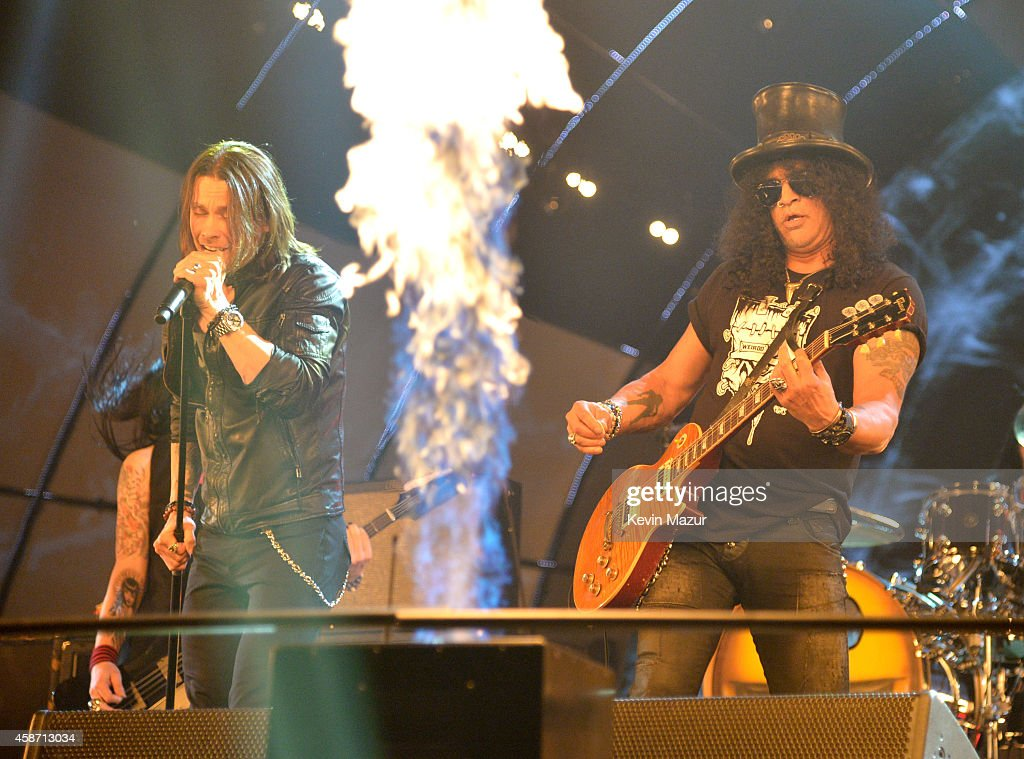 Myles Kennedy and Slash perform at the MTV EMA's 2014 at The Hydro on November 9, 2014 in Glasgow, Scotland.