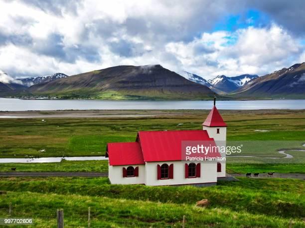 myrakirkja aka mary church, near flateyri, westfjords - protestantismo - fotografias e filmes do acervo
