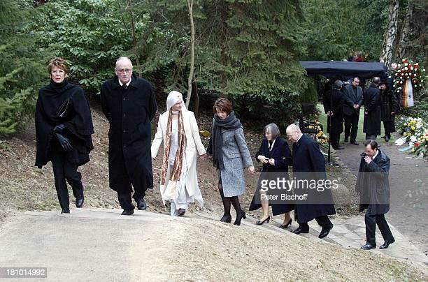 Myriam Bru , Tochter Beatrice , Meret Becker , Sohn Christopher , Witwe, Trauergäste, Beerdigung von Horst Buchholz, Waldfriedhof Berlin,...
