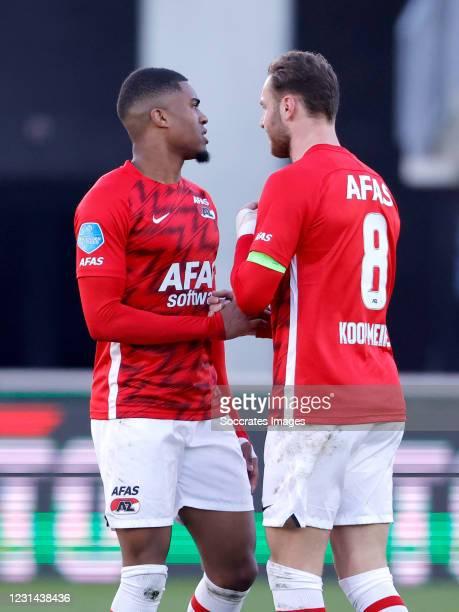 Myron Boadu of AZ Alkmaar celebrates 1-1 with Teun Koopmeiners of AZ Alkmaar during the Dutch Eredivisie match between AZ Alkmaar v Feyenoord at the...