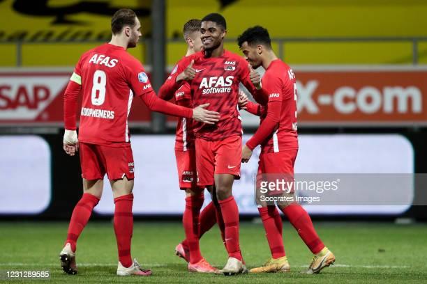 Myron Boadu of AZ Alkmaar celebrates 1-4 with Teun Koopmeiners of AZ Alkmaar, Owen Wijndal of AZ Alkmaar during the Dutch Eredivisie match between...