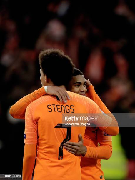 Myron Boadu of Holland celebrates 5-0 with Calvin Stengs of Holland during the EURO Qualifier match between Holland v Estonia at the Johan Cruijff...