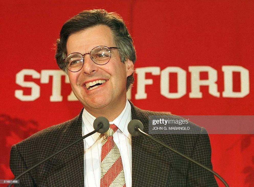 Myron Scholes (L), Professor of Finance, Emeritus, : News Photo