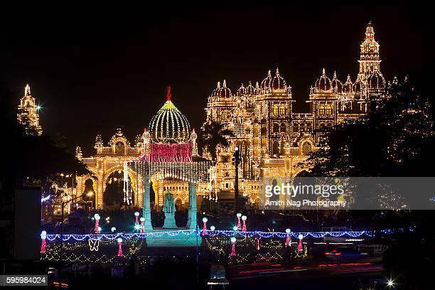 mysore palace decked up for dasara - mysore - fotografias e filmes do acervo