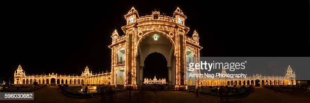 mysore palace entrance panorama - mysore - fotografias e filmes do acervo