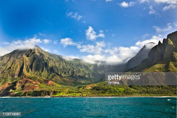 mysterious misty na pali coast and waimea canyon, kauai, hawaii - isole hawaii foto e immagini stock