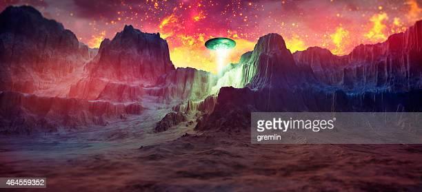 misterioso ovni landing em montanhas rochosas - disco voador - fotografias e filmes do acervo