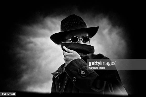 mystery disguise - steampunk photos et images de collection